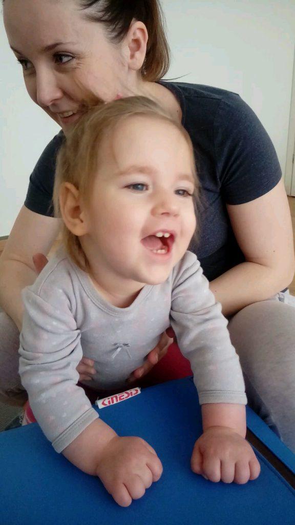 Mała wojowniczka Emilka – wygrała walkę o życie, teraz walczy o zdrowie